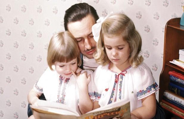 Diane Disney Miller z siostrą Sharon i ojcem Waltem Disney'em